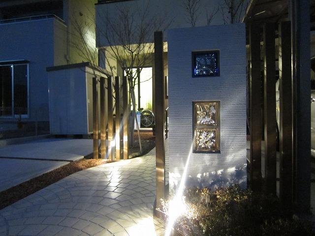 曲線の通路を照らす夜間照明 株式会社トレド 長野県I様邸 Spectacular garden lighting by lighting professionals. Enjoy a dramatic, romantic, even mysterious scene comparing to a day time.