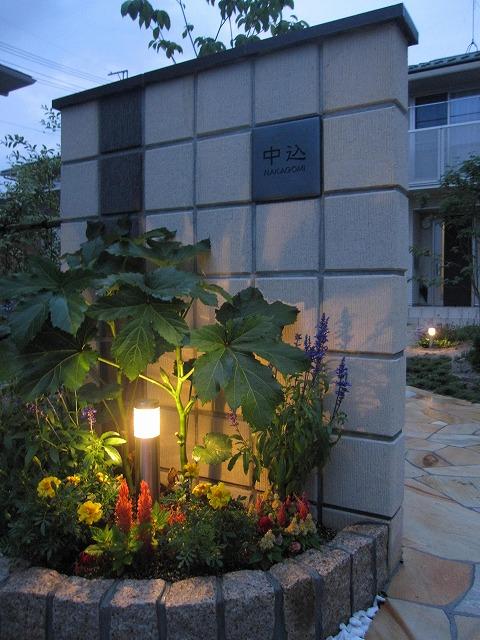 長いアプローチの光 株式会社トレド 長野県 中込様邸 Spectacular garden lighting by lighting professionals. Enjoy a dramatic, romantic, even mysterious scene comparing to a day time.