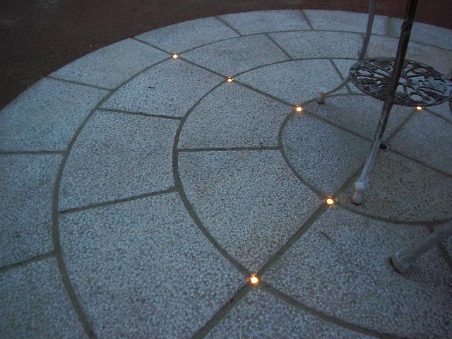 テラスのある庭 有限会社木下庭園管理 神奈川県Ⅰ様邸 Spectacular garden lighting by lighting professionals. Enjoy a dramatic, romantic, even mysterious scene comparing to a day time.
