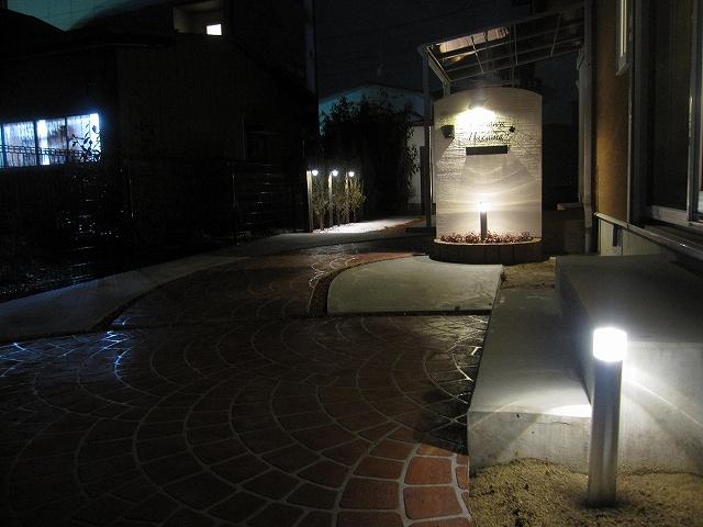 アプローチライティング 株式会社トレド 長野県藤沢様邸 Spectacular garden lighting by lighting professionals. Enjoy a dramatic, romantic, even mysterious scene comparing to a day time.