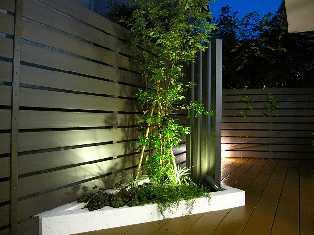 柔らかにライトアップ Rise Exterior 東京都H様邸 Spectacular garden lighting by lighting professionals. Enjoy a dramatic, romantic, even mysterious scene comparing to a day time.