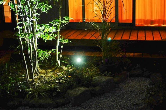 夜の庭を彩るライティング MS Interwork.inc 愛知県S様邸 Spectacular garden lighting by lighting professionals. Enjoy a dramatic, romantic, even mysterious scene comparing to a day time.