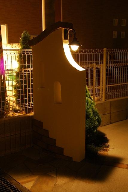 レンガ調のご自宅に合わせて 株式会社内池工業 福島県K様邸 Spectacular garden lighting by lighting professionals. Enjoy a dramatic, romantic, even mysterious scene comparing to a day time.