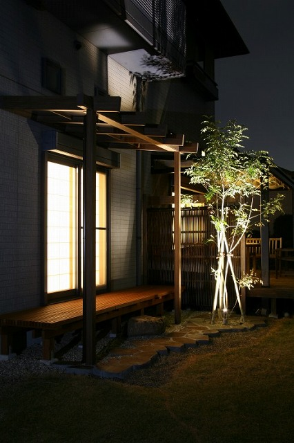 アップライティング ㈱坂井ガーデンプランニング 静岡県N様邸 Spectacular garden lighting by lighting professionals. Enjoy a dramatic, romantic, even mysterious scene comparing to a day time.