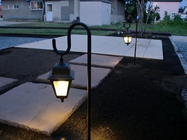 ポイントライティング 平間造園株式会社 北海道M様邸 Spectacular garden lighting by lighting professionals. Enjoy a dramatic, romantic, even mysterious scene comparing to a day time.