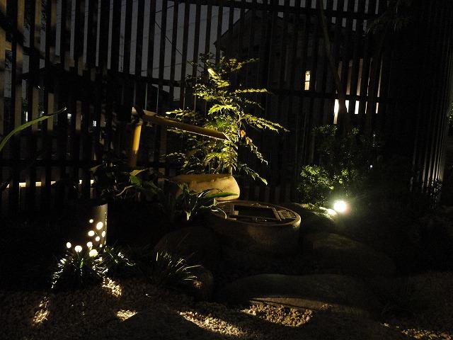 和の趣を添えた上品な外構 株式会社双美 埼玉県N様邸 Spectacular garden lighting by lighting professionals. Enjoy a dramatic, romantic, even mysterious scene comparing to a day time.