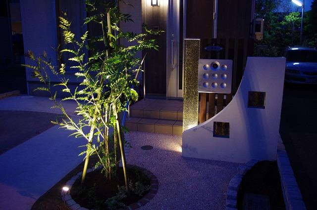 ガラスの神秘的な光 有限会社 関谷 静岡県T様邸 Spectacular garden lighting by lighting professionals. Enjoy a dramatic, romantic, even mysterious scene comparing to a day time.