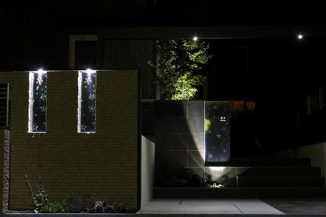 リフォームガーデンのライティング ドリームプランニング株式会社 北海道K様邸 Spectacular garden lighting by lighting professionals. Enjoy a dramatic, romantic, even mysterious scene comparing to a day time.