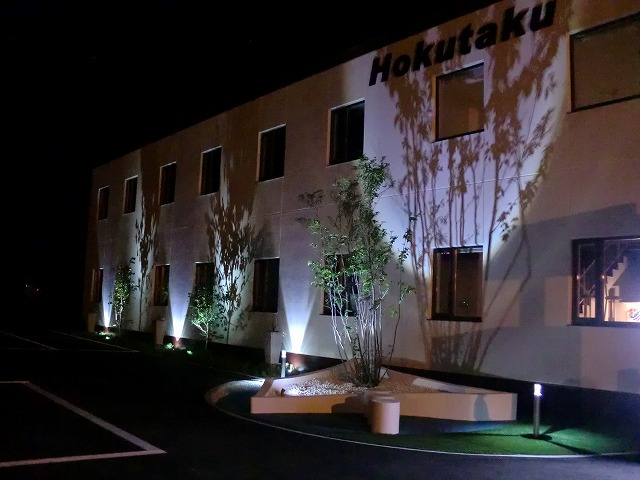 アッパー&シャドー 平間造園株式会社 北海道 株式会社北拓様 Spectacular garden lighting by lighting professionals. Enjoy a dramatic, romantic, even mysterious scene comparing to a day time.