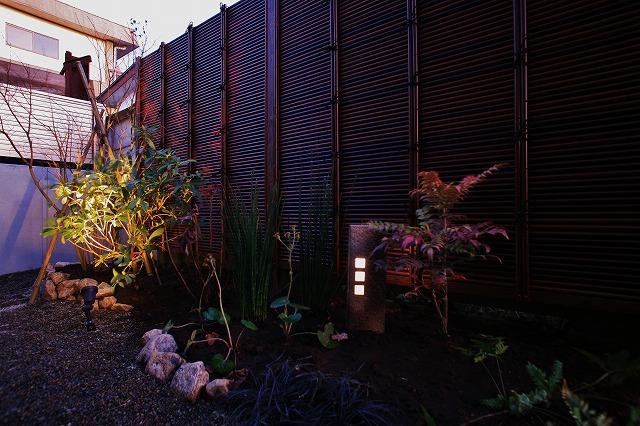 魅せるライティングコーディネート 有限会社サタケ工業 東京都N様邸 Spectacular garden lighting by lighting professionals. Enjoy a dramatic, romantic, even mysterious scene comparing to a day time.