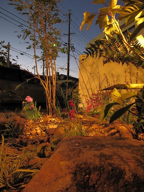 動きのある坪庭の空間 ティーズガーデンスクエア ティーズの庭 Spectacular garden lighting by lighting professionals. Enjoy a dramatic, romantic, even mysterious scene comparing to a day time.