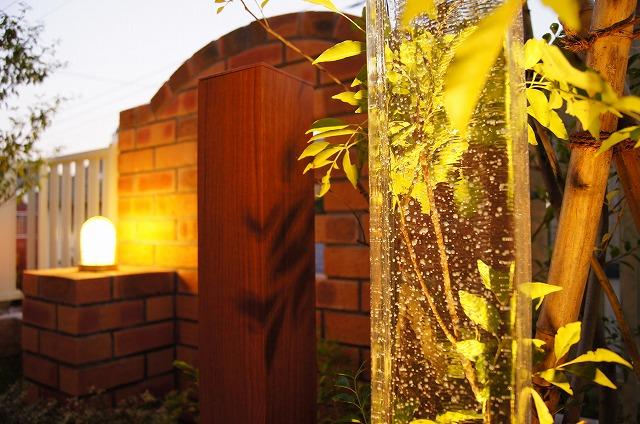 樹木のある洋風なお庭 ガーデンコンシェルジュ 神奈川県I様邸 Spectacular garden lighting by lighting professionals. Enjoy a dramatic, romantic, even mysterious scene comparing to a day time.