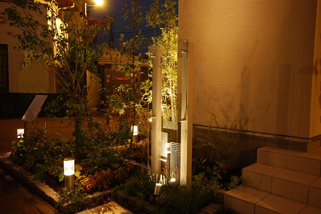 全体のバランスを考え配置 株式会社トップテクノ 東京都 瀬田展示場 Spectacular garden lighting by lighting professionals. Enjoy a dramatic, romantic, even mysterious scene comparing to a day time.