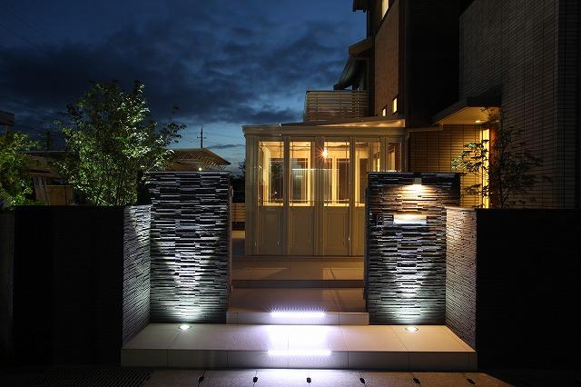 リゾート風ガーデン ASAHI-GARDEN 兵庫県M様邸 Spectacular garden lighting by lighting professionals. Enjoy a dramatic, romantic, even mysterious scene comparing to a day time.
