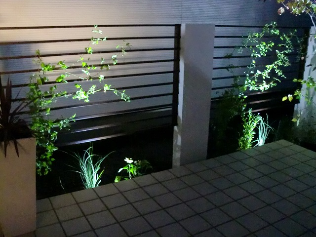 ホワイトライティング 平間造園株式会社 北海道H様邸 Spectacular garden lighting by lighting professionals. Enjoy a dramatic, romantic, even mysterious scene comparing to a day time.