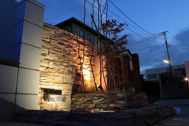 リゾート風ガーデン 株式会社双美 埼玉県T様邸 Spectacular garden lighting by lighting professionals. Enjoy a dramatic, romantic, even mysterious scene comparing to a day time.