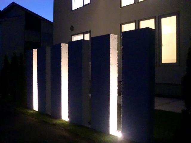 ライトピラー 平間造園株式会社 北海道T様邸 Spectacular garden lighting by lighting professionals. Enjoy a dramatic, romantic, even mysterious scene comparing to a day time.