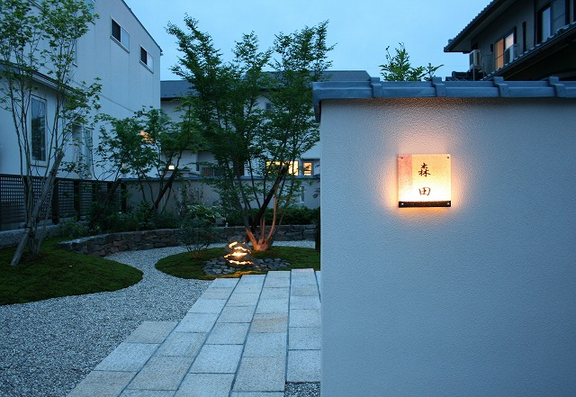 和の庭・和のアプローチ グリーンステージ 福井県M様邸 Spectacular garden lighting by lighting professionals. Enjoy a dramatic, romantic, even mysterious scene comparing to a day time.