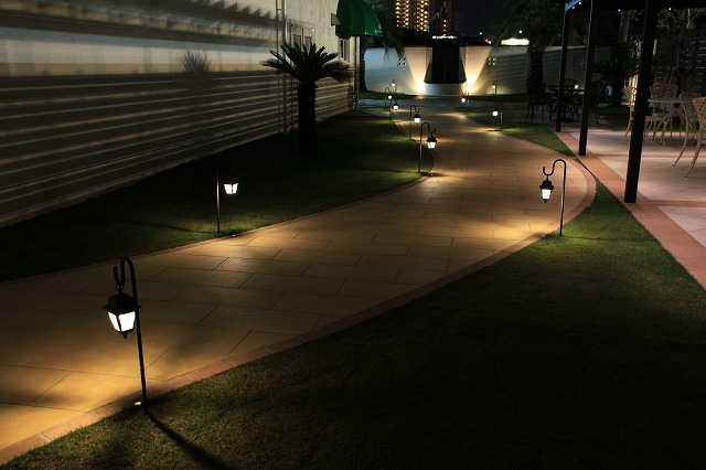 いざないの光 有限会社サンガーデン 愛知県 ザ・グランドティアラ半田(洋庭) Spectacular garden lighting by lighting professionals. Enjoy a dramatic, romantic, even mysterious scene comparing to a day time.