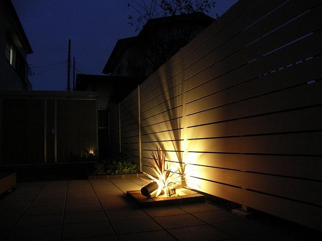 高級感のあるスタイリッシュなエクステリア 株式会社大興 埼玉県S様邸 Spectacular garden lighting by lighting professionals. Enjoy a dramatic, romantic, even mysterious scene comparing to a day time.