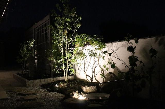 おぼろ格子におぼろ月 Gardensutudio庭楽館 兵庫県I様邸 Spectacular garden lighting by lighting professionals. Enjoy a dramatic, romantic, even mysterious scene comparing to a day time.