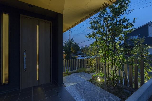 光と風 株式会社little bear garden 福島県I様邸 Spectacular garden lighting by lighting professionals. Enjoy a dramatic, romantic, even mysterious scene comparing to a day time.