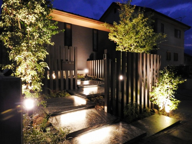 光と風 株式会社little bear garden 福島県I様邸 Spectacular garden lighting by lighting professionals. Enjoy a dramatic, romantic, even mysterious scene comparing to a day time.