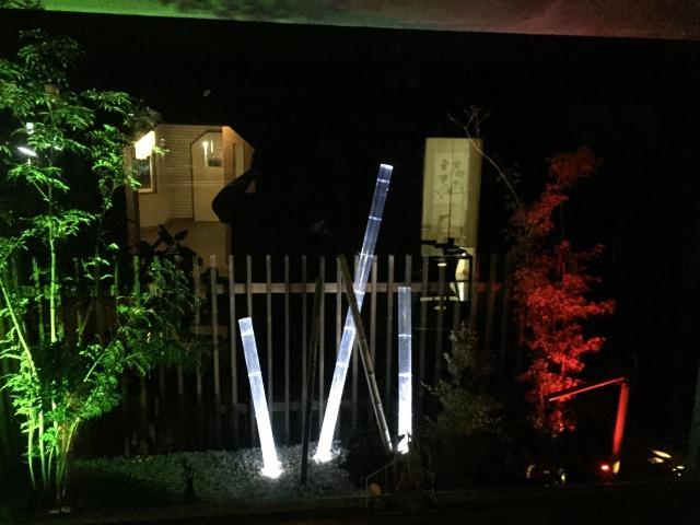 モダン坪庭 株式会社フリーダム/2and room 和歌山県N様邸 Spectacular garden lighting by lighting professionals. Enjoy a dramatic, romantic, even mysterious scene comparing to a day time.