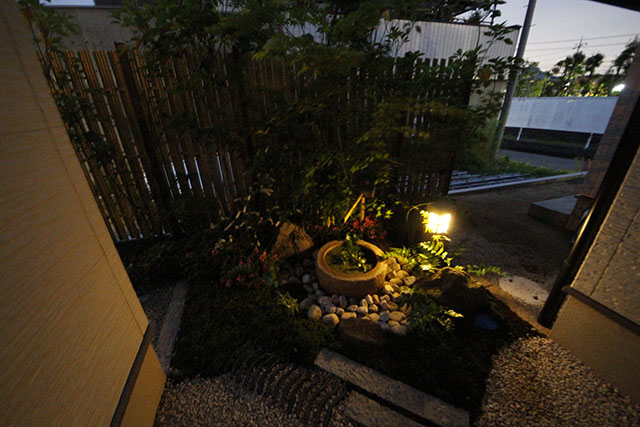 坪庭 株式会社清光園 岡山県Y様邸 Spectacular garden lighting by lighting professionals. Enjoy a dramatic, romantic, even mysterious scene comparing to a day time.