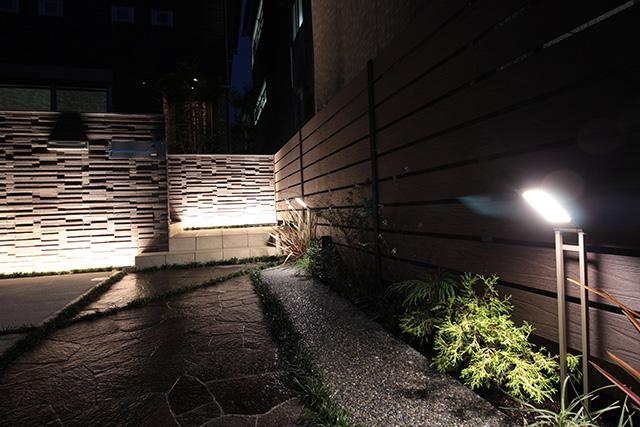 光の和モダンスタイル 株式会社あしだ 京都府N様邸 Spectacular garden lighting by lighting professionals. Enjoy a dramatic, romantic, even mysterious scene comparing to a day time.
