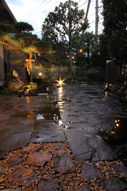 和のお庭 株式会社Smile Garden 神奈川県H様邸 Spectacular garden lighting by lighting professionals. Enjoy a dramatic, romantic, even mysterious scene comparing to a day time.