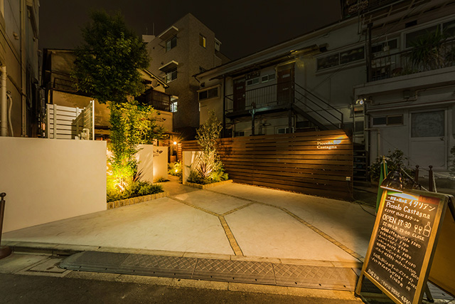 都会の夜に灯るナイトレストラン 癒樹工房 埼玉支店 東京都 Piccolo Castagna(O様邸) Spectacular garden lighting by lighting professionals. Enjoy a dramatic, romantic, even mysterious scene comparing to a day time.