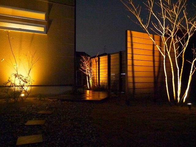紅葉を楽しむ庭 株式会社エフ 石川県K様邸 Spectacular garden lighting by lighting professionals. Enjoy a dramatic, romantic, even mysterious scene comparing to a day time.