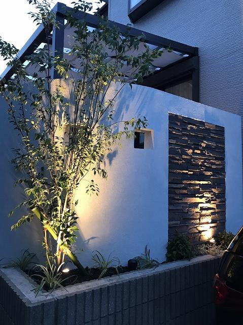 優しい光に囲まれた癒しの空間 株式会社LAND-H.A.G 神奈川県N様邸 Spectacular garden lighting by lighting professionals. Enjoy a dramatic, romantic, even mysterious scene comparing to a day time.