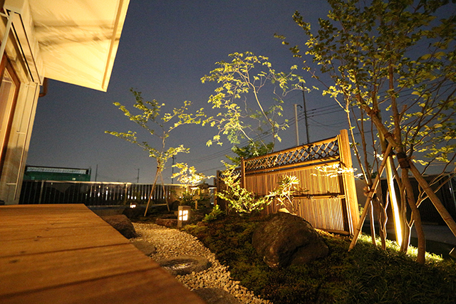 暮らしに潤いをプラス。上質な空間へ。 Breeze Garden 埼玉県W様邸 Spectacular garden lighting by lighting professionals. Enjoy a dramatic, romantic, even mysterious scene comparing to a day time.