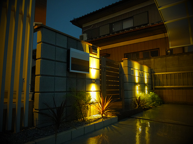 シンプルに Go Total Exterior 埼玉県N様邸 Spectacular garden lighting by lighting professionals. Enjoy a dramatic, romantic, even mysterious scene comparing to a day time.