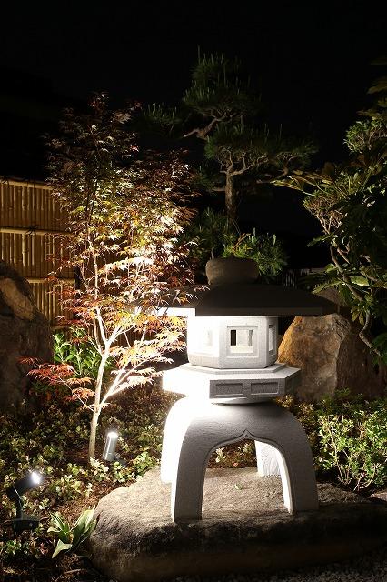 趣ある和風庭園 Gardensutudio庭楽館 兵庫県M様邸 Spectacular garden lighting by lighting professionals. Enjoy a dramatic, romantic, even mysterious scene comparing to a day time.