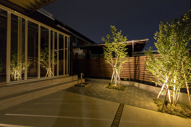 greeting 株式会社little bear garden 福島県S様邸 Spectacular garden lighting by lighting professionals. Enjoy a dramatic, romantic, even mysterious scene comparing to a day time.