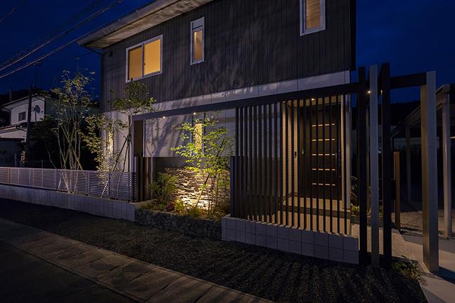 格子光 株式会社little bear garden 福島県S様邸 Spectacular garden lighting by lighting professionals. Enjoy a dramatic, romantic, even mysterious scene comparing to a day time.