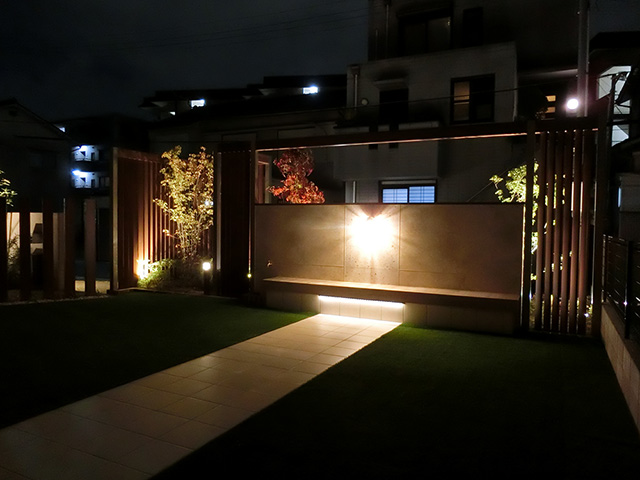 道行人にも感動を Assemble Garden(アセンブルガーデン) 兵庫県Y様邸 Spectacular garden lighting by lighting professionals. Enjoy a dramatic, romantic, even mysterious scene comparing to a day time.