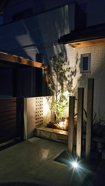 フレームで魅せる癒しの空間 サコヤマエクステリア SAKOYAMA EXTERIOR 山口県N様邸 Spectacular garden lighting by lighting professionals. Enjoy a dramatic, romantic, even mysterious scene comparing to a day time.