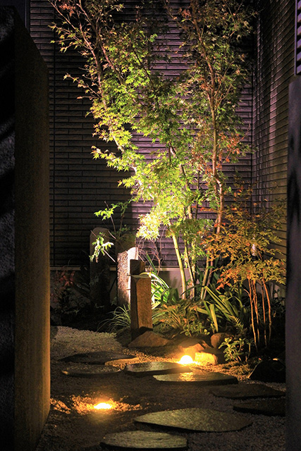 どこから見ても魅せるライティング 株式会社ボックスウッド 千葉県K様邸 Spectacular garden lighting by lighting professionals. Enjoy a dramatic, romantic, even mysterious scene comparing to a day time.