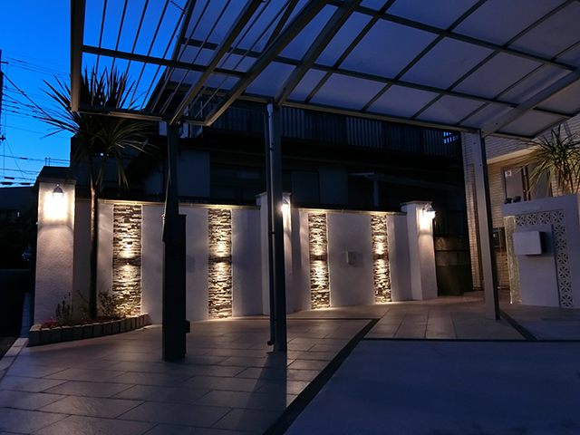 リゾートホテルに訪れたようなアプローチ空間 Breeze Garden 埼玉県S様邸 Spectacular garden lighting by lighting professionals. Enjoy a dramatic, romantic, even mysterious scene comparing to a day time.