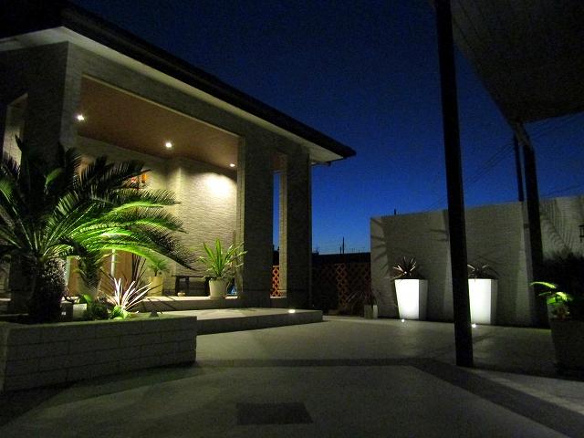 高級感のあるリゾート空間 株式会社大興 埼玉県S様邸 Spectacular garden lighting by lighting professionals. Enjoy a dramatic, romantic, even mysterious scene comparing to a day time.