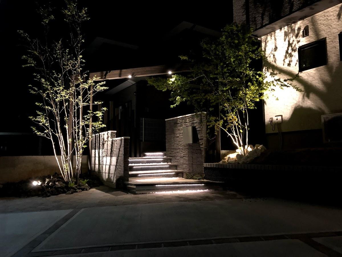 家族を待つ灯り 株式会社メルヘンガーデンかどや 宮城県Y様邸 Spectacular garden lighting by lighting professionals. Enjoy a dramatic, romantic, even mysterious scene comparing to a day time.