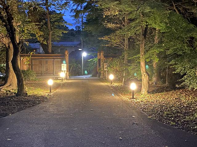 安心安全 株式会社Smile Garden 神奈川県K様邸 Spectacular garden lighting by lighting professionals. Enjoy a dramatic, romantic, even mysterious scene comparing to a day time.