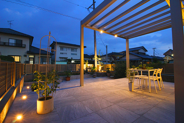 Luxe Lighting アウテリアタイガー株式会社 熊本県H様邸 Spectacular garden lighting by lighting professionals. Enjoy a dramatic, romantic, even mysterious scene comparing to a day time.