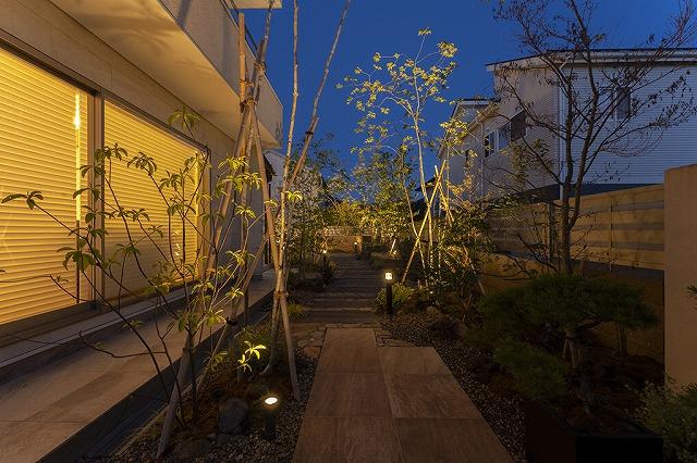 四季を楽しむライティング 株式会社little bear garden 福島県A様邸 Spectacular garden lighting by lighting professionals. Enjoy a dramatic, romantic, even mysterious scene comparing to a day time.