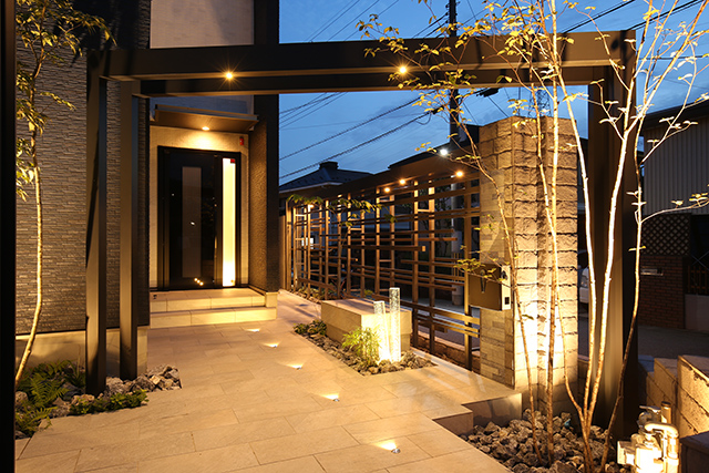 Fascinating light パーチェフル/GRAZIE MILLE 滋賀県H様邸 Spectacular garden lighting by lighting professionals. Enjoy a dramatic, romantic, even mysterious scene comparing to a day time.