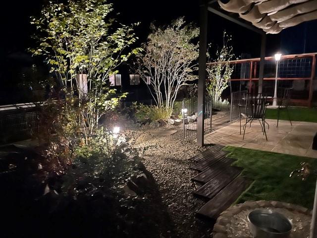 ナチュラルテイストの可愛いお庭 エクスアート 群馬県O様邸 Spectacular garden lighting by lighting professionals. Enjoy a dramatic, romantic, even mysterious scene comparing to a day time.